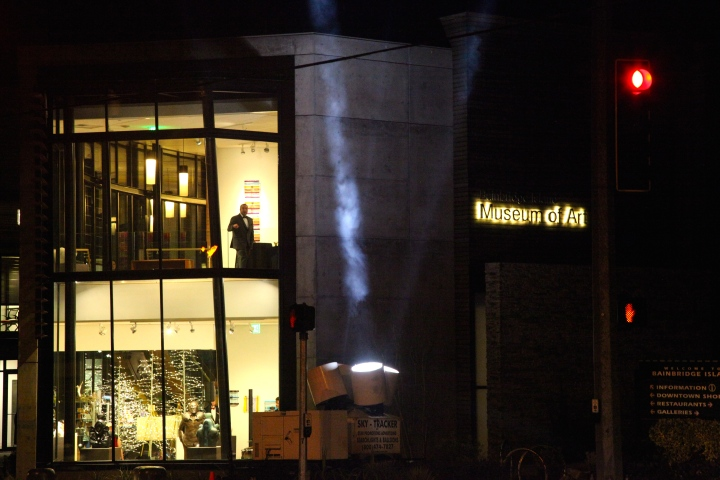 The event was held at Bainbridge Island Museum of Art and we had real Hollywood searchlights out front